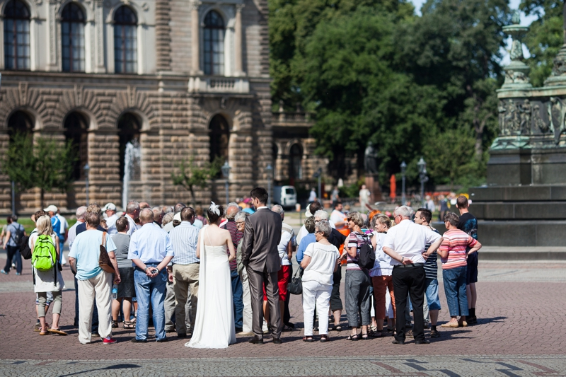 Brautpaar vor der Semperoper