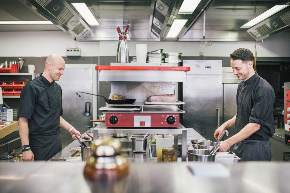 Küche des Sternekochs Stephan Mießner Restaurant Elements Dehli Dresden Hochzeitslocation